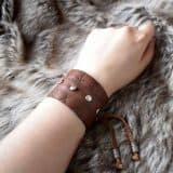 rune_cuff_brown_hand