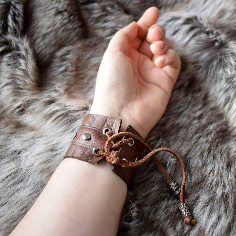 rune_cuff_brown_hand_back