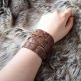 wrap_bracelet_hand