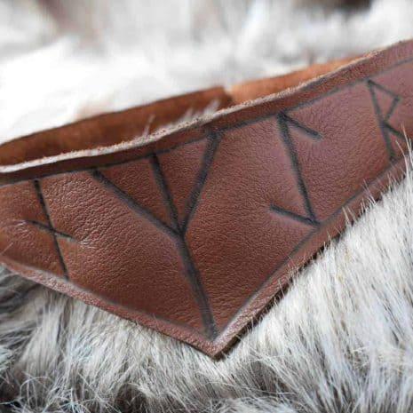 rune-neckalce-brown-leather03