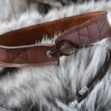rune-neckalce-brown-leather04