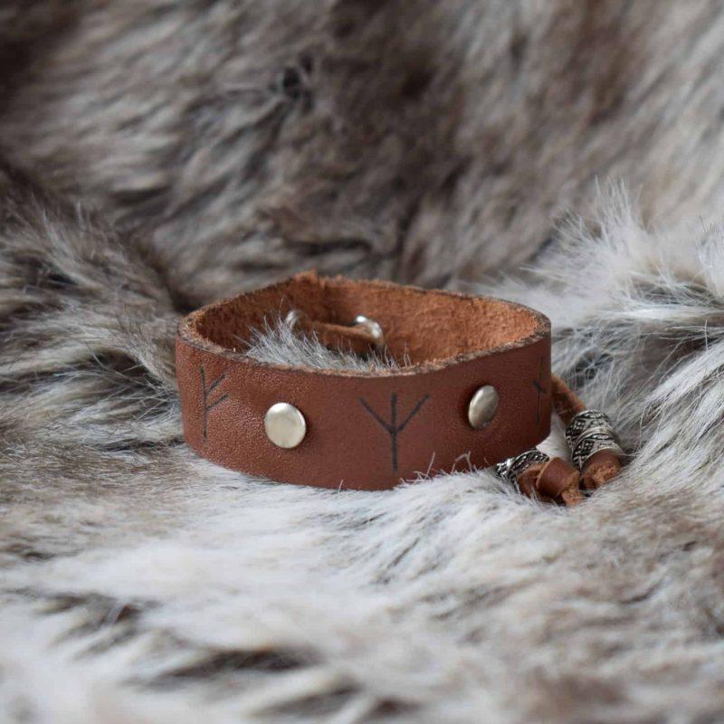simple_rune_bracelet