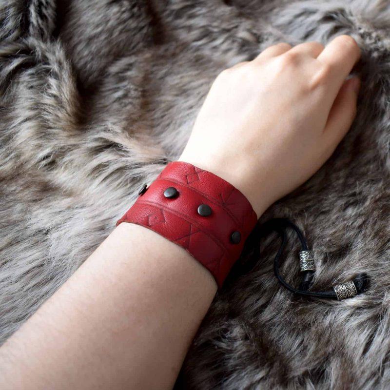 rune_cuff_red_hand