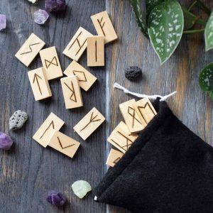 wooden-runes-set