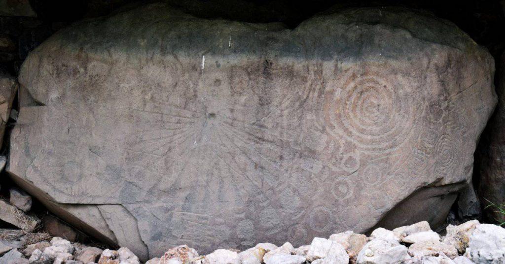 Knowth's sundial stone (kerbstone 15)